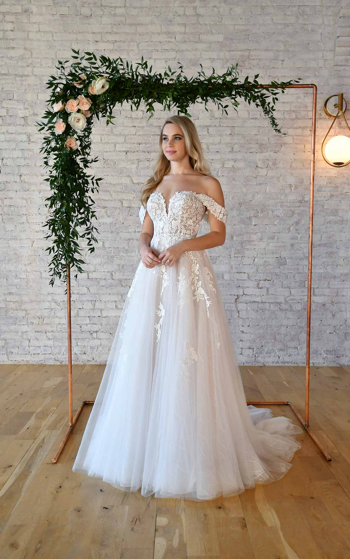 7372 Sweetheart Off-the-Shoulder Wedding Dress With Ballerina Skirt by Stella York